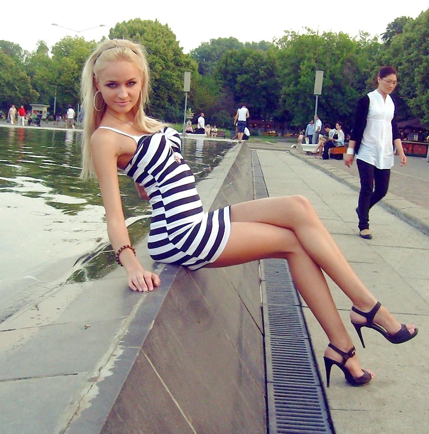 фото в коротких юбках в контакте английском языке